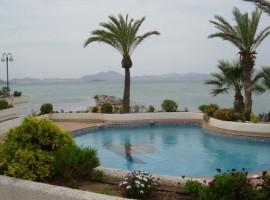 Beachfront flat in La Manga del Mar Menor