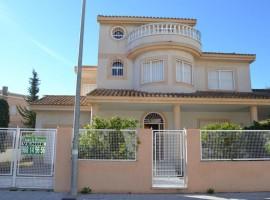 Detached house in Los Urrutias