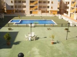 Apartamento en planta baja con gran terraza