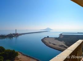 Ático apartamento en primera línea con vistas al Mediterráneo