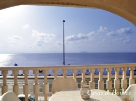 Apartamento tipo dúplex en La Manga, frontal al Mar Menor