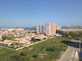 Apartamento bien cuidado con vistas al mar