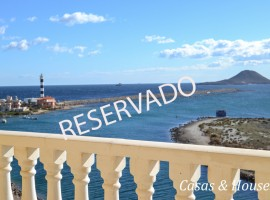 Urbanización Aluse VI situada frente a un paseo Marítimo con vistas al Faro del Estacio