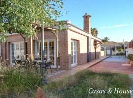 Independent Villa in a quiet area in La Manga close to both Seas