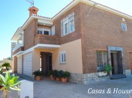 Bonita casa unifamiliar en Playa Honda con amplio jardín