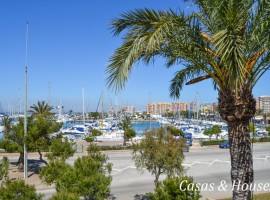 Refurbished Townhouse Apartment in the Marina Tomas Maestre
