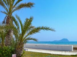Ibicencos dúplex de 3 dormitorios junto al Mar Mediterráneo.