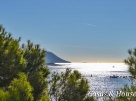 Apartamento de gran tamaño en Poblado Pescador frente al Mar Mediterráneo y Faro del Estacio