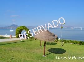 Bellas Islas residencial situado frente al Mar Menor
