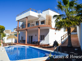 Detached house in Cala Flores